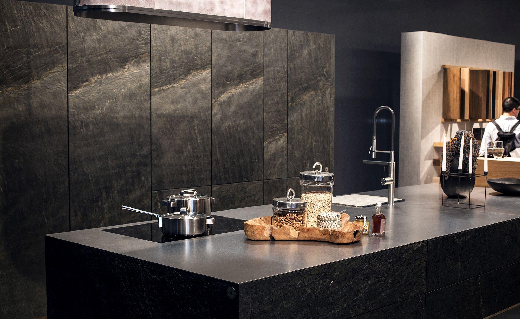 Стильный дизайн чёрно-серой кухни - фото 19