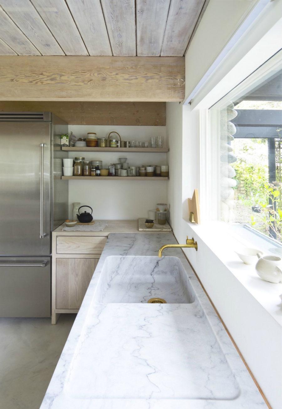 Оригинальный дизайн раковин для кухни - мраморная раковина от Scott Canadian Architects