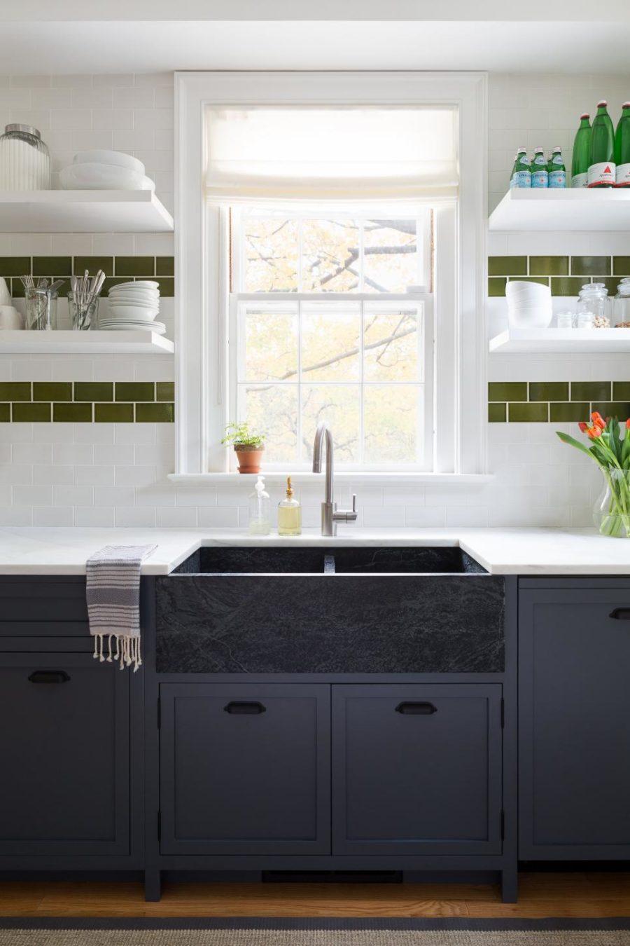 Оригинальный дизайн раковин для кухни - синий цвет в интерьере
