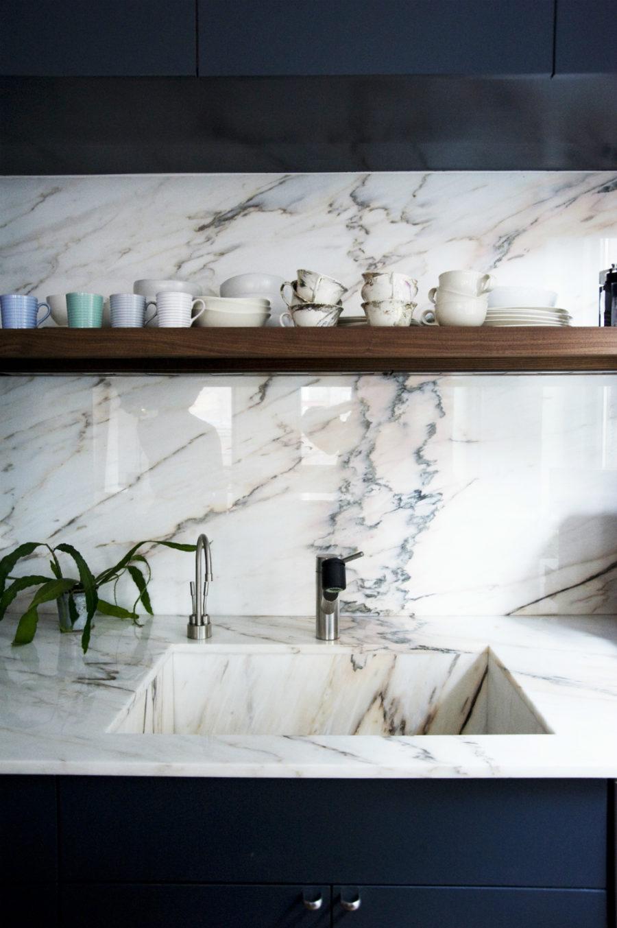 Оригинальный дизайн раковин для кухни - мраморная раковина