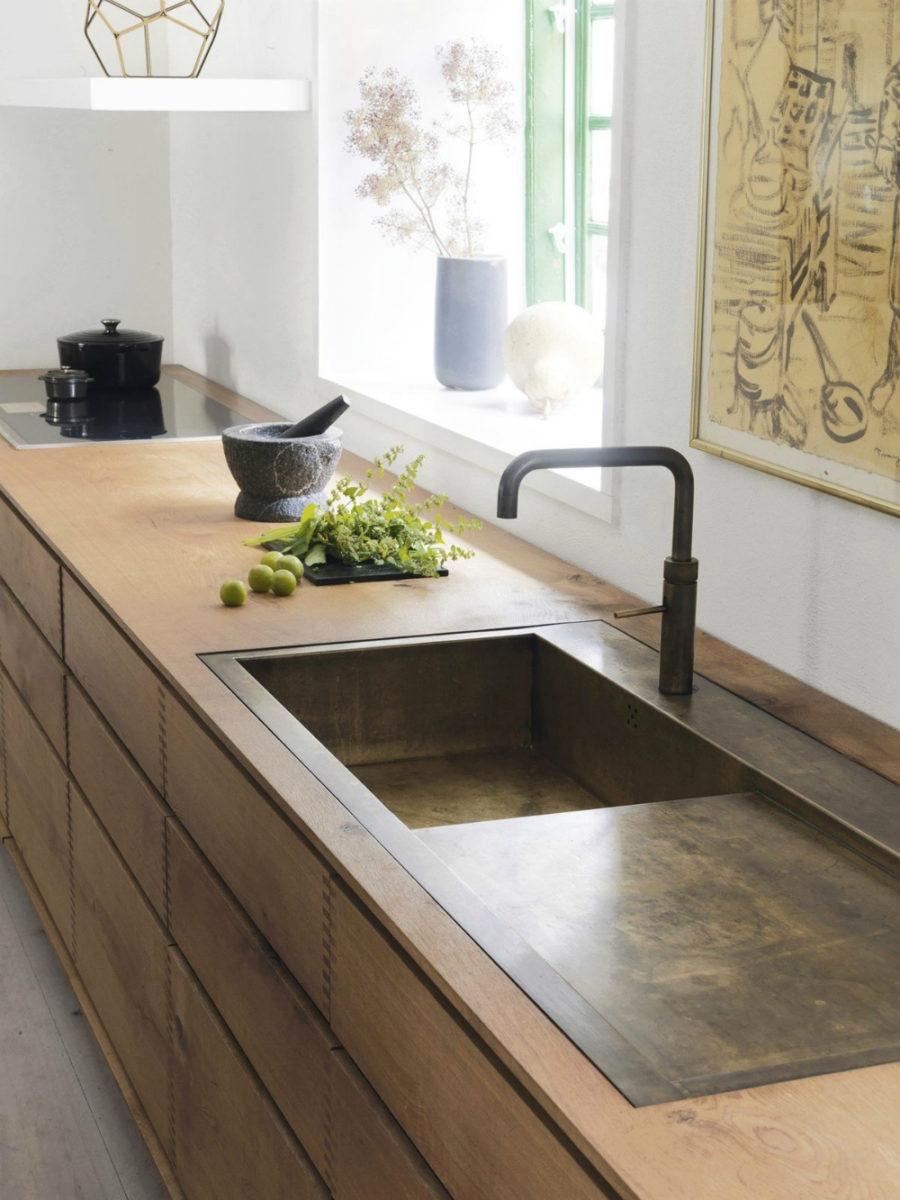 Оригинальный дизайн раковин для кухни - латунная раковина от Studio Lab Decor