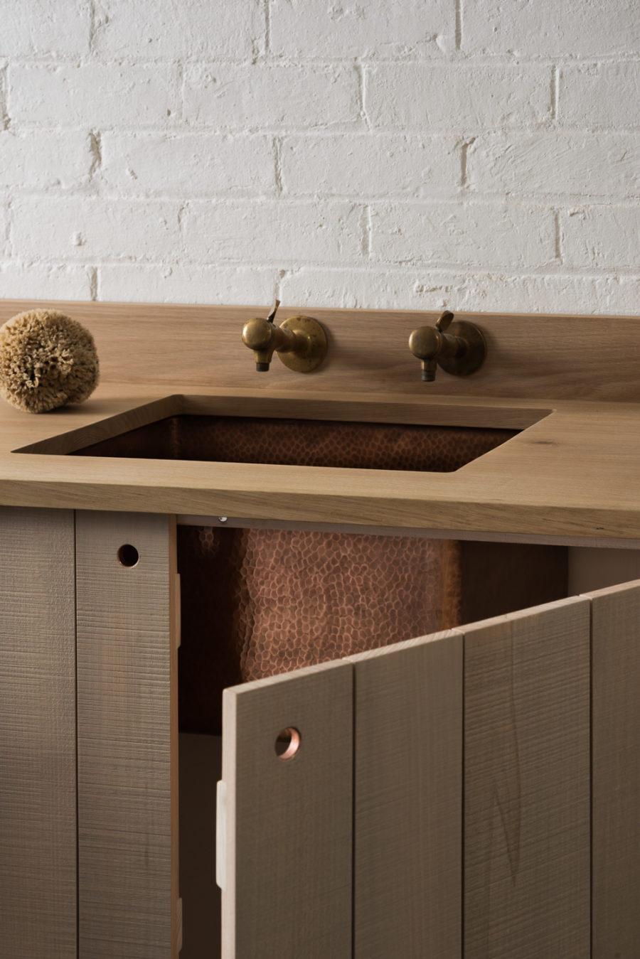 Оригинальный дизайн раковин для кухни - раковина из чеканной меди