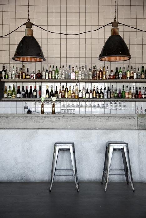 Бетонные столешницы. Это бар в Стокгольме, но впечатляет толщина прилавка!