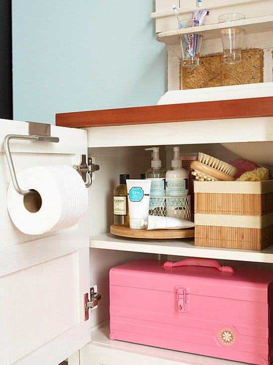 Идеи хранения вещей на кухне: шкафчик с вращающимся подносом