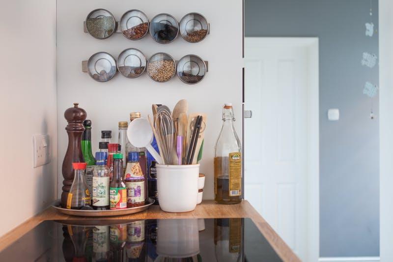 Идеи хранения вещей на кухне: ёмкости для хранения специй и приправ