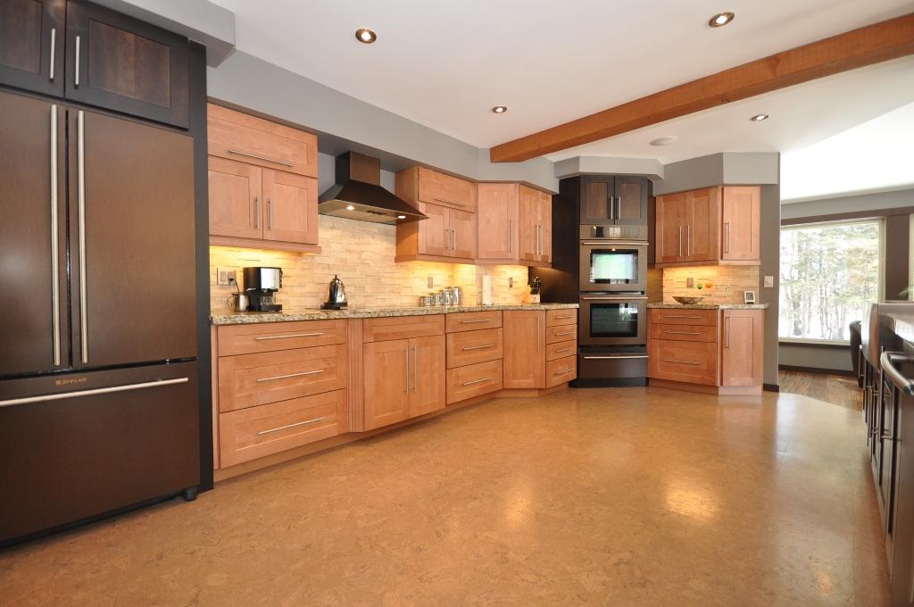 Пробковый пол на кухне Cork