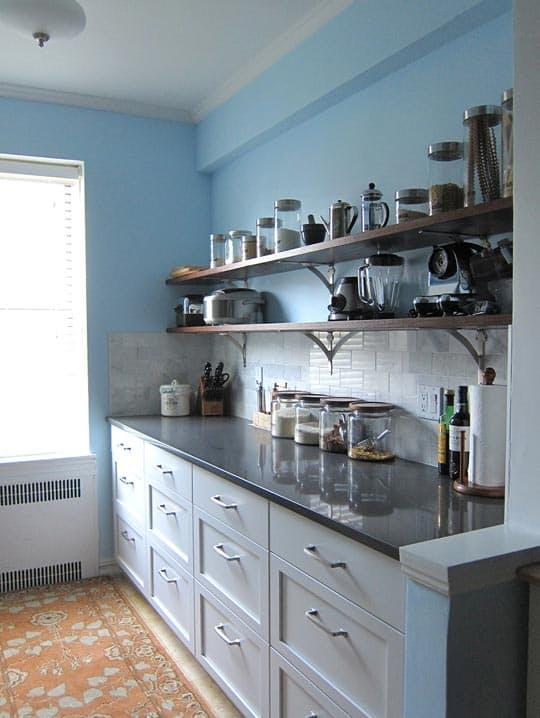 Варианты ремонта кухни: удобная система хранения