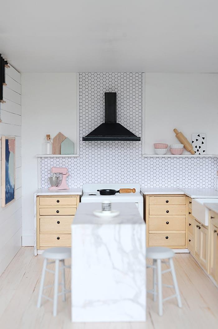Дизайн кухни в скандинавском стиле формата микро