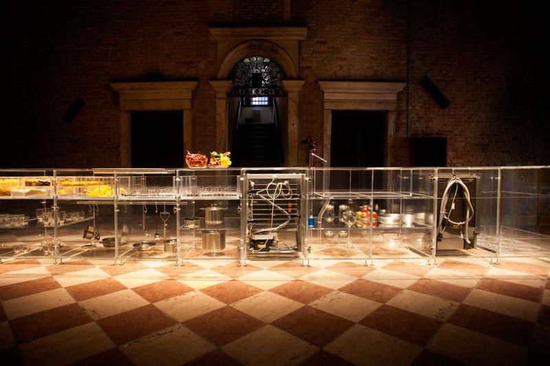 Прозрачные шкафы для кухни: оригинальная подсветка