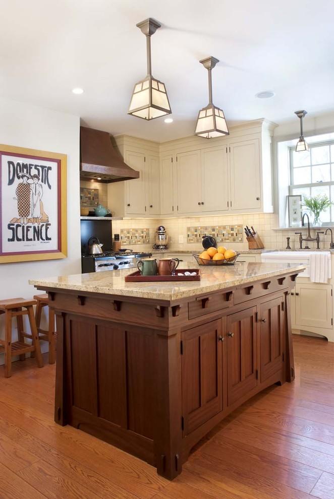 Элегантный дизайн интерьера кухни в классическом стиле