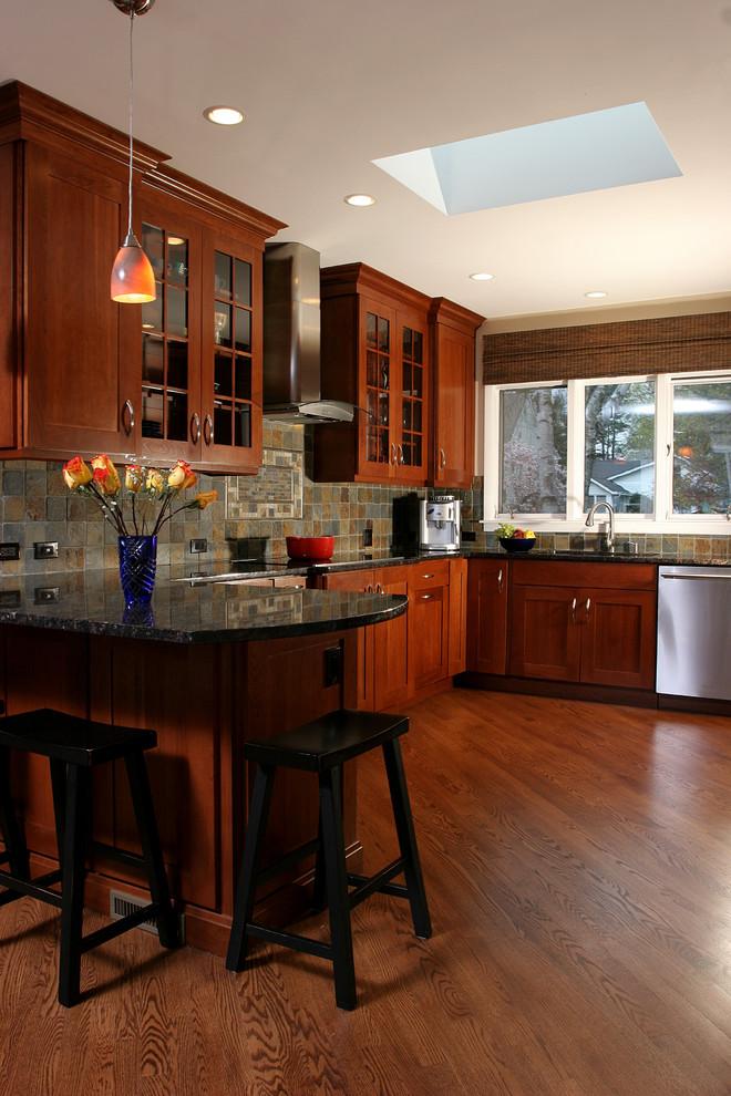 Элегантный дизайн интерьера кухни в классическом стиле от Normandy Remodeling