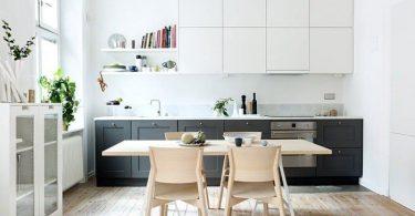 Белые верхние кухонные ящики