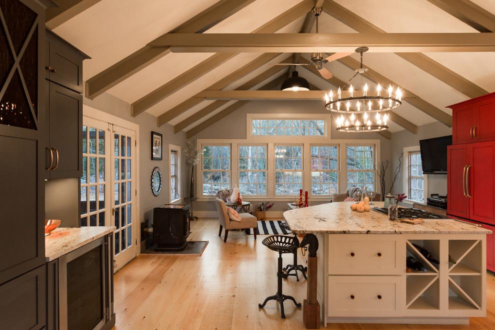 Гостиная совмещенная с кухней в деревенском стиле