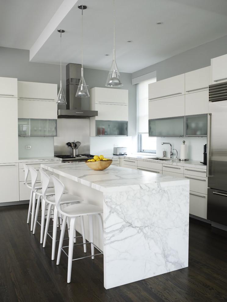 Оригинальное оформление кухонной столешницы от Chelsea Atelier Architect, PC