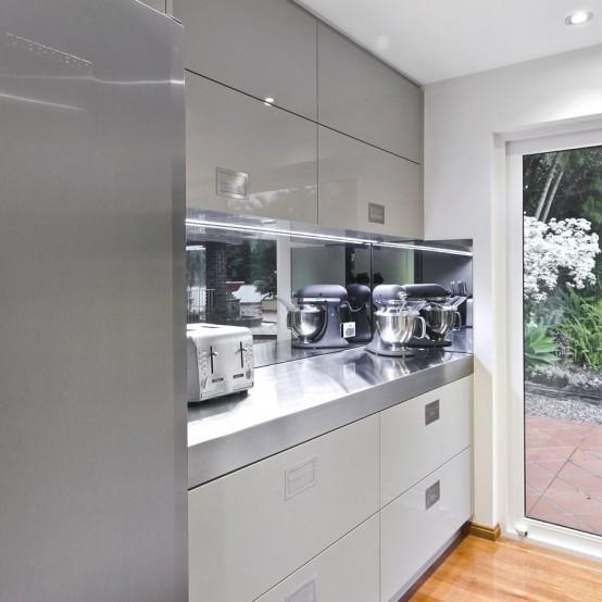 Великолепный минималистский дизайн кухни в серой гамме