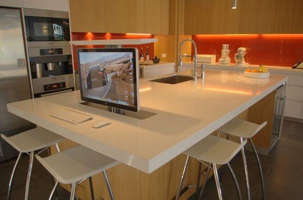 Рабочий стол на кухонном острове
