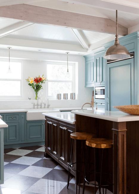 Бирюзовый гарнитур в интерьере кухни