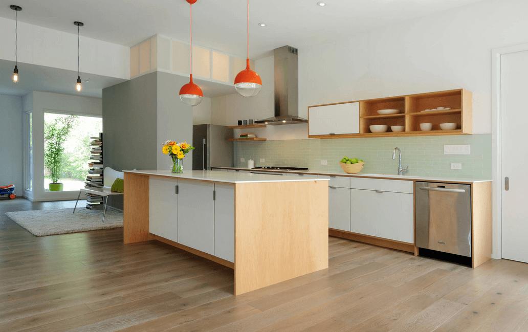 Оранжевые светильники в интерьере кухни