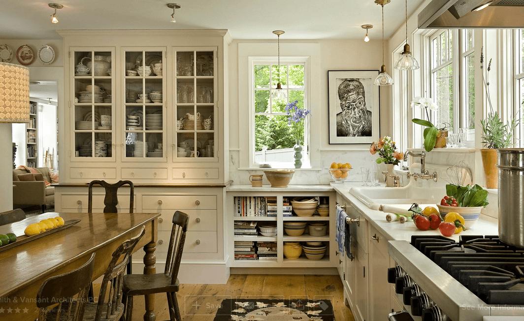 Стеклянные потолочные светильники в интерьере кухни