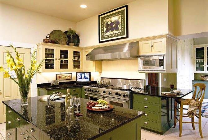 Потрясающий дизайн интерьера кухни в сочной салатовой гамме