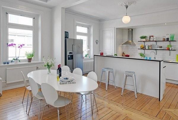 Полы из натурального дерева в интерьере скандинавской кухни
