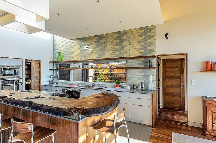 Серо-жёлтый интерьер кухни: столешница из природного камня
