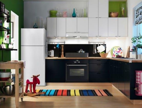 Шкаф над холодильником. Привычный дизайн