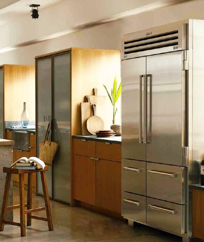 Этот ультравысокий холодильник имитирует шкаф