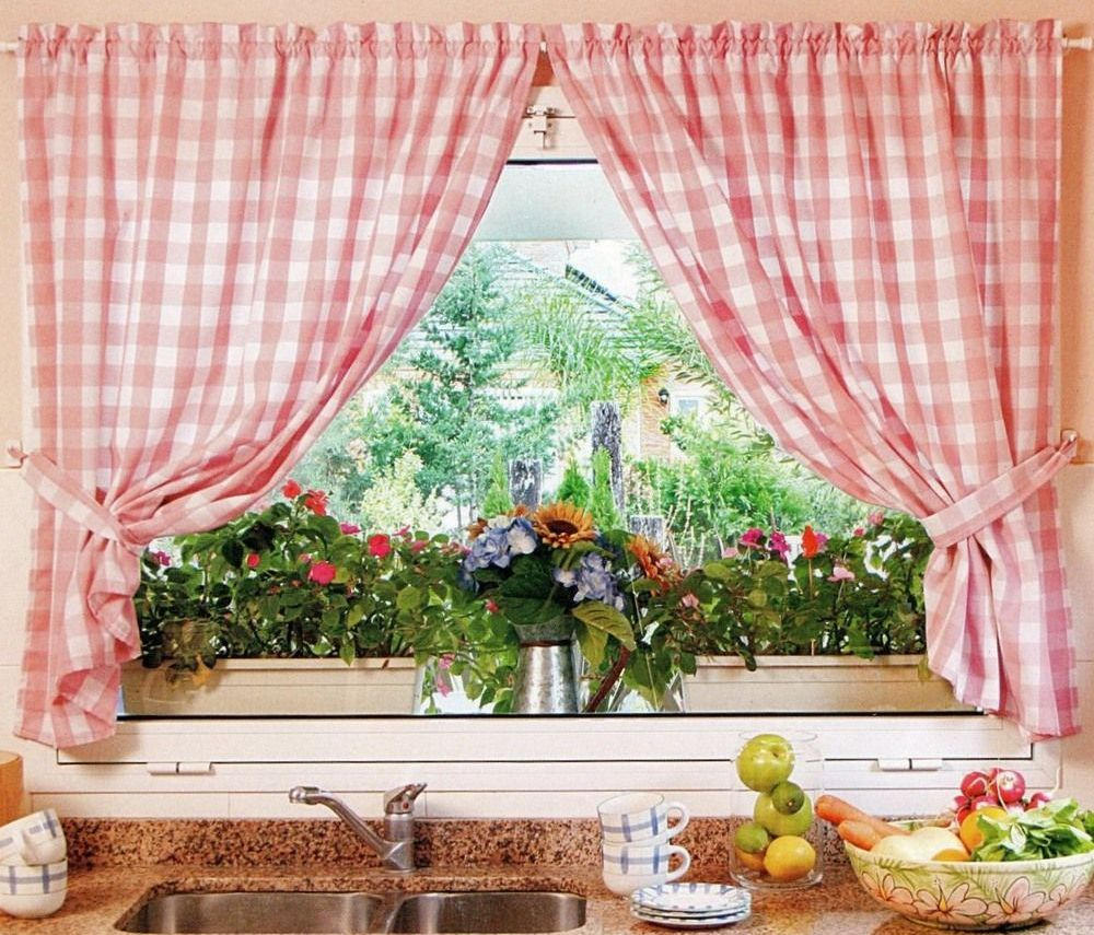 Найти нужные шторы на кухню – задача не из простых