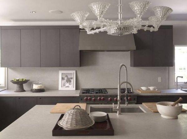 Кухня в приглушённых серых тонах