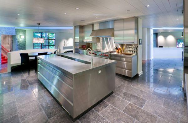Кухонная мебель с голубыми переливами