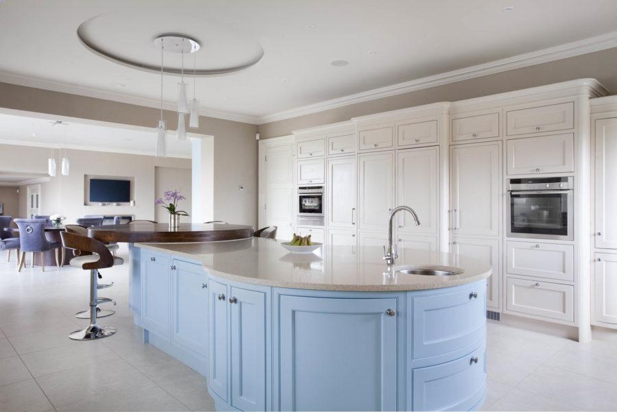 Необычный синий цвет в интерьере кухни - пастельный синий цвет