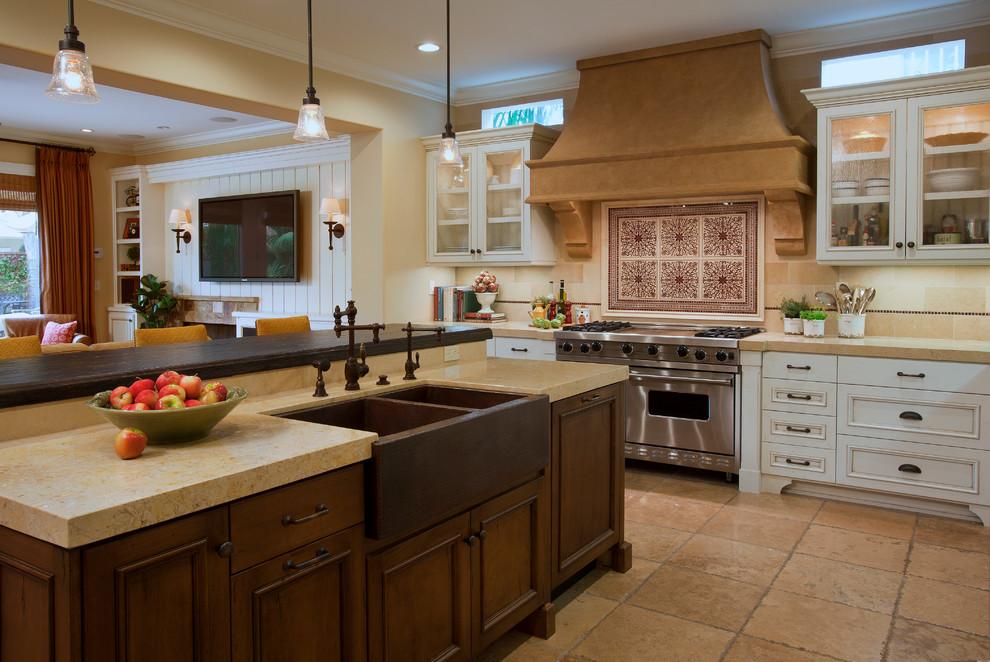Кухонная мойка из меди в современном интерьере