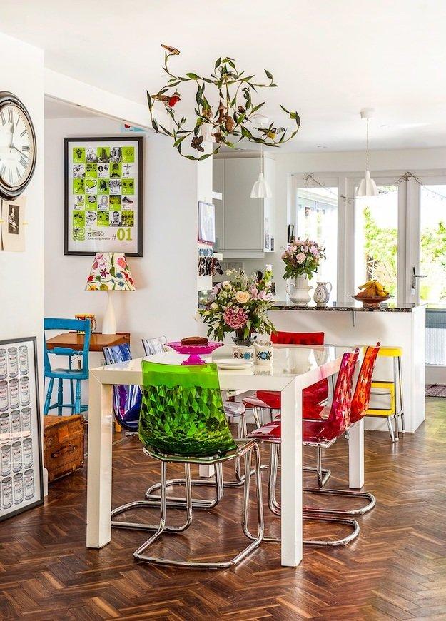 Яркий интерьер кухни в скандинавском стиле от Martin Roberts