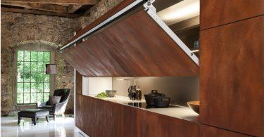 Стильная скрытая кухня от Warendorf для просторной гостиной
