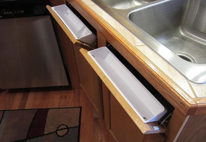 Скрытый выдвижной ящик за холодильником