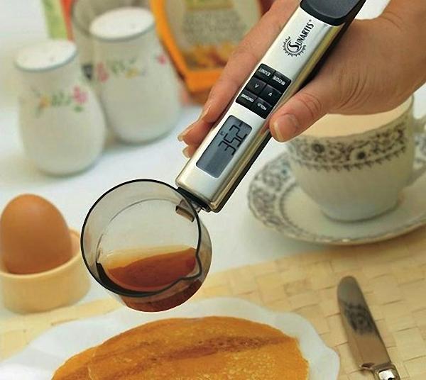 Оригинальные гаджеты для кухни: цифровая ложка-измеритель