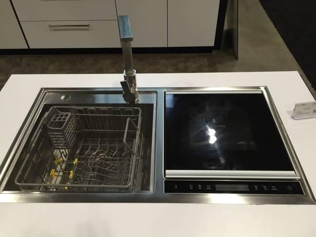 Современная бытовая техника кухни дорогостоящая