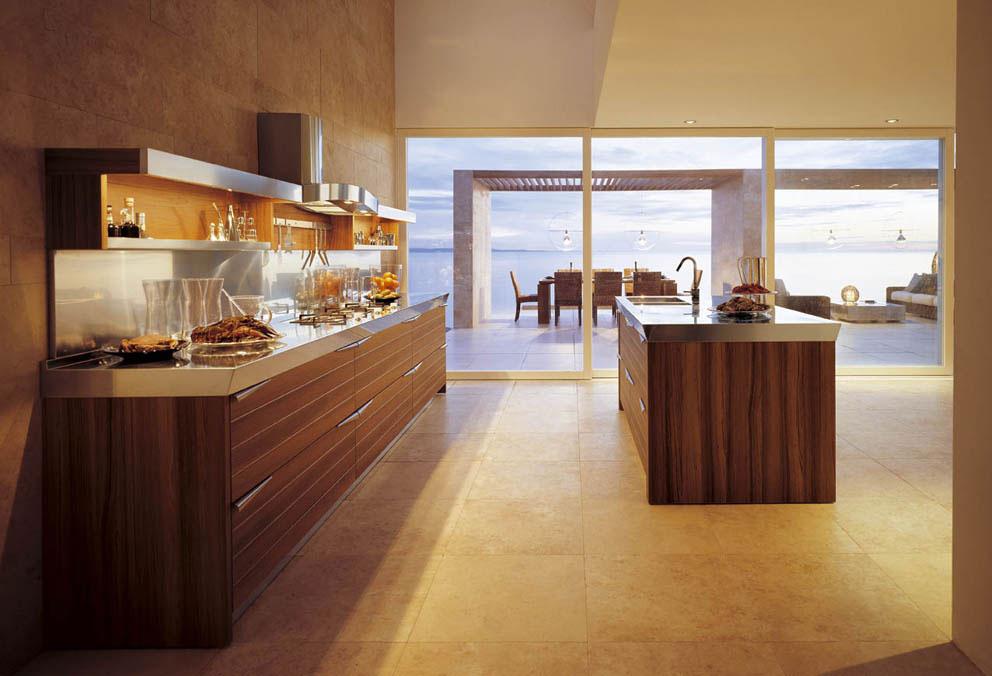Современный дизайн кухонного гарнитура в интерьере просторной кухни