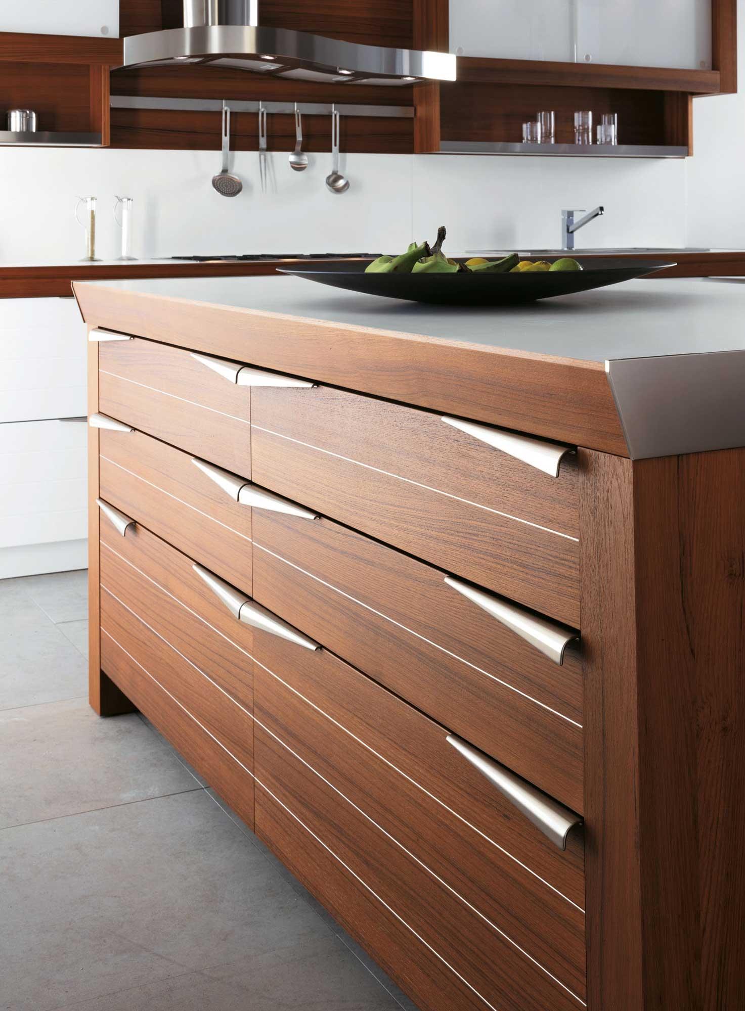 Современный дизайн кухонного гарнитура: ящики с удобными ручками