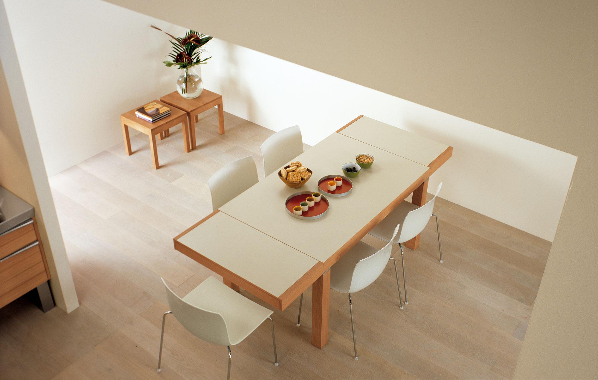 Современный дизайн кухонного гарнитура: раздвижной обеденный стол