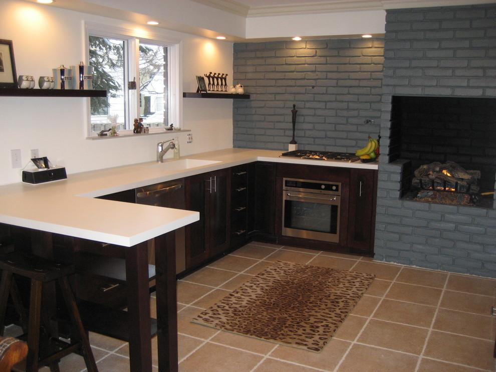 Печь камин на кухне в интерьере фото