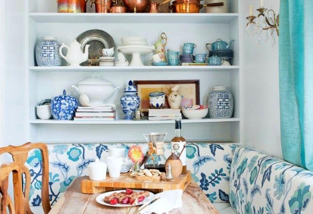 Нежно-голубой  цвет стен на кухне