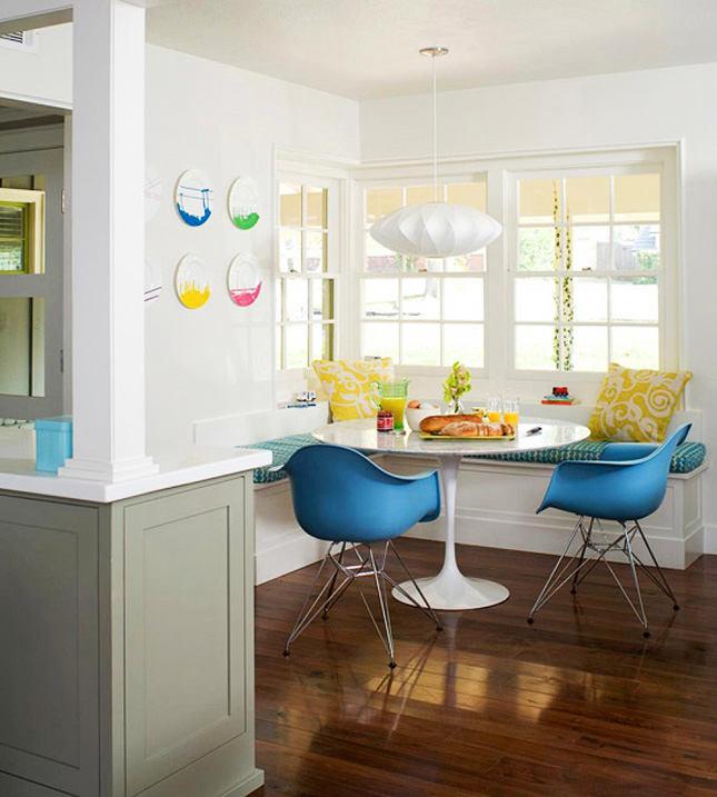Дизайнерские стулья в обеденной комнате