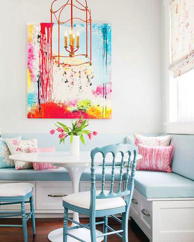 Красивая яркая картина в столовой