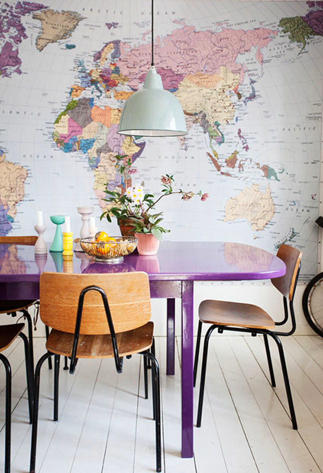 Карта мира в интерьере столовой комнаты