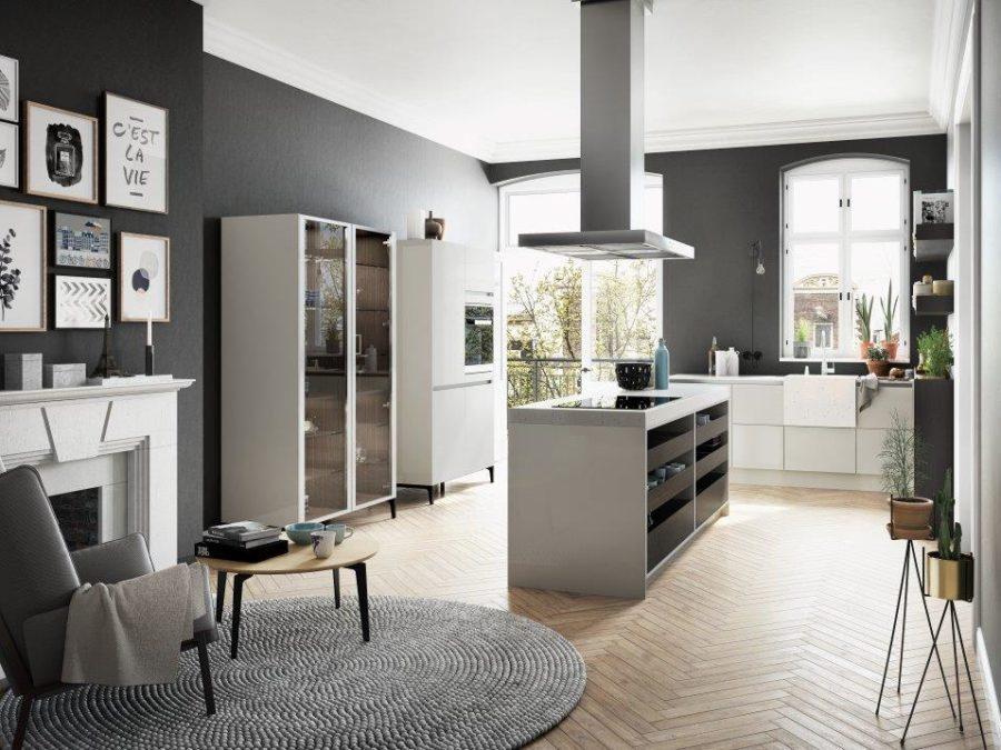 Современные дизайнерские кухни у вас дома - кухонный остров и стеклянный шкаф от SieMatic