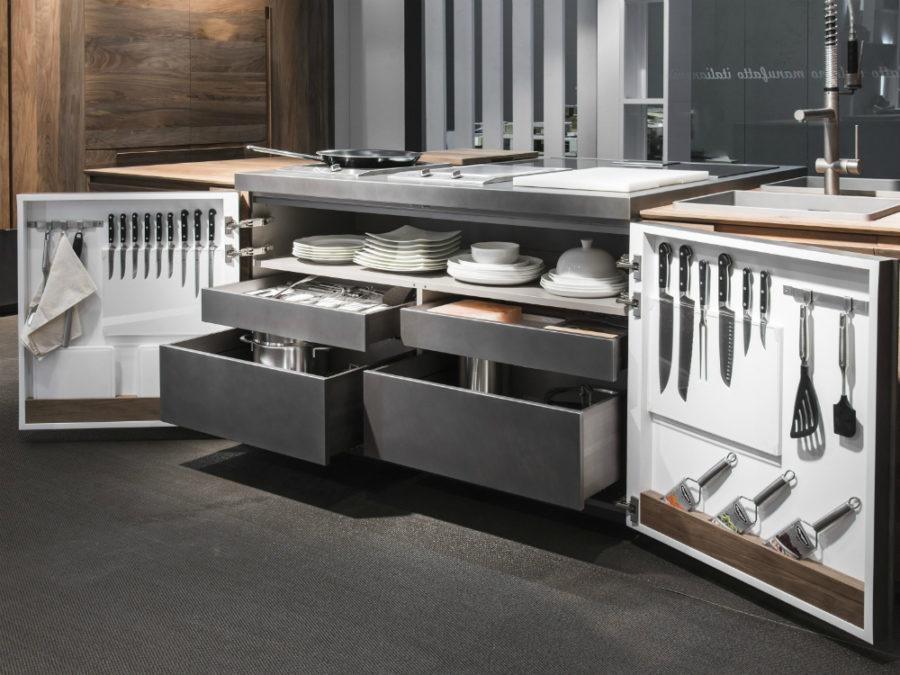 Современные дизайнерские кухни у вас дома - кухонный остров с выдвижными ящиками от Toncelli Cucine