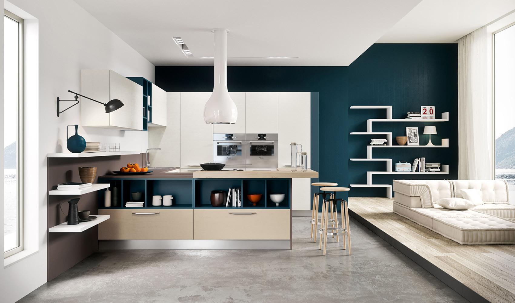 Стена насыщенного синего цвета в интерьере кухни