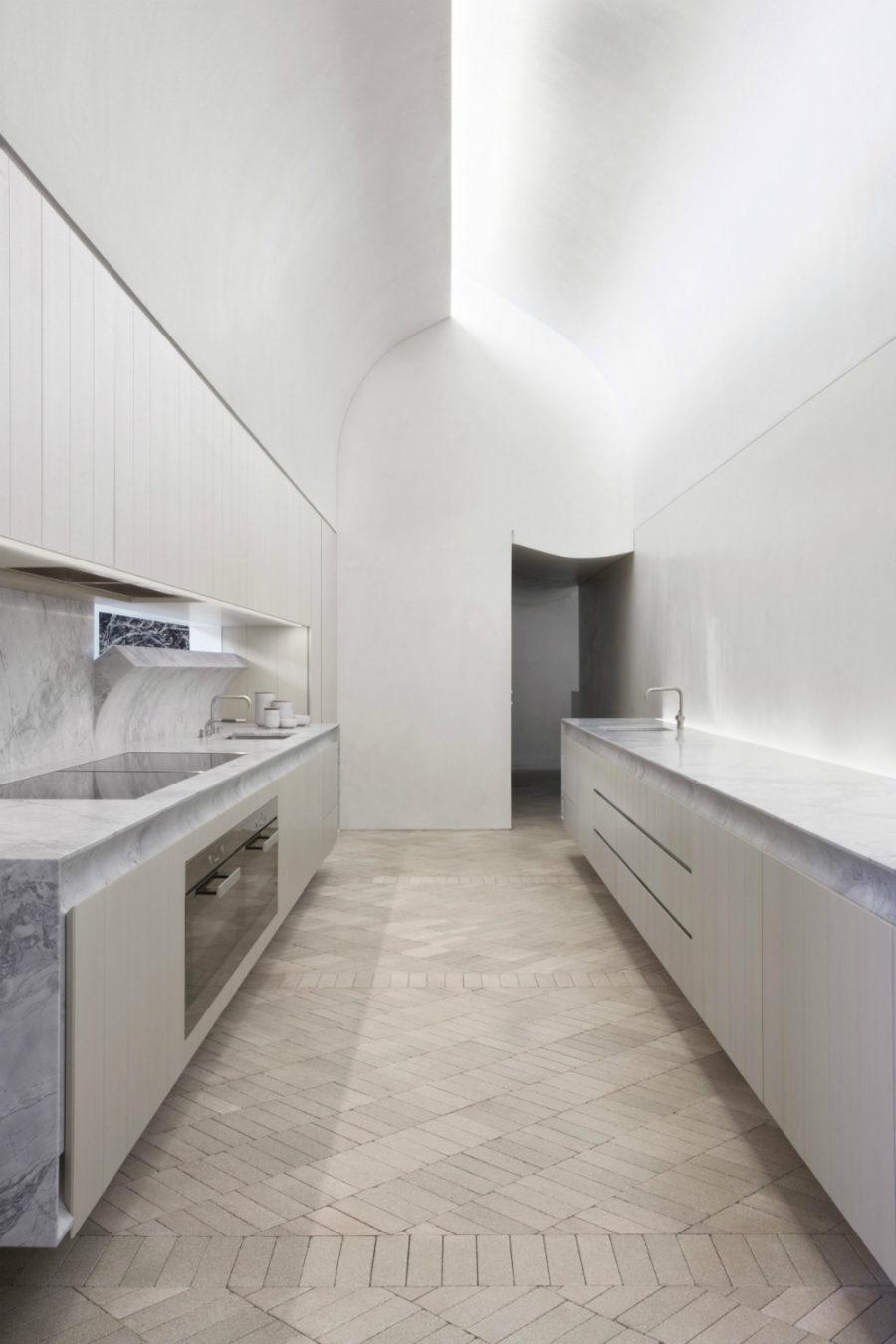 Современные тенденции в дизайне кухни в вашем доме - необычный дизайн потолка
